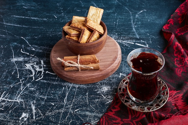 Chocolate crackers with a glass of tea.