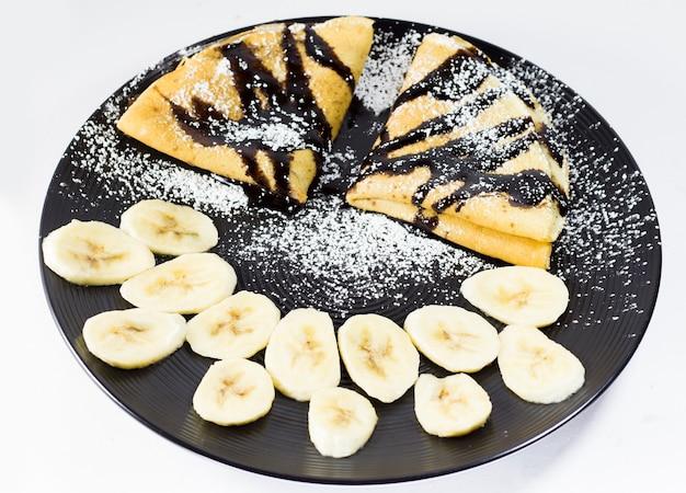 접시에 바나나와 초콜릿 크레페, 스튜디오 촬영
