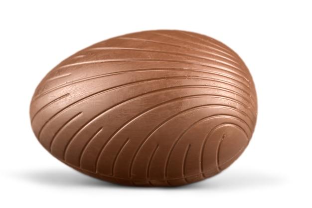 배경에 초콜릿 부활절 달걀