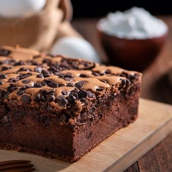 초콜릿 맛 대만 전통 스폰지 케이크 나무 쟁반에 대만 카스텔라 카스테라