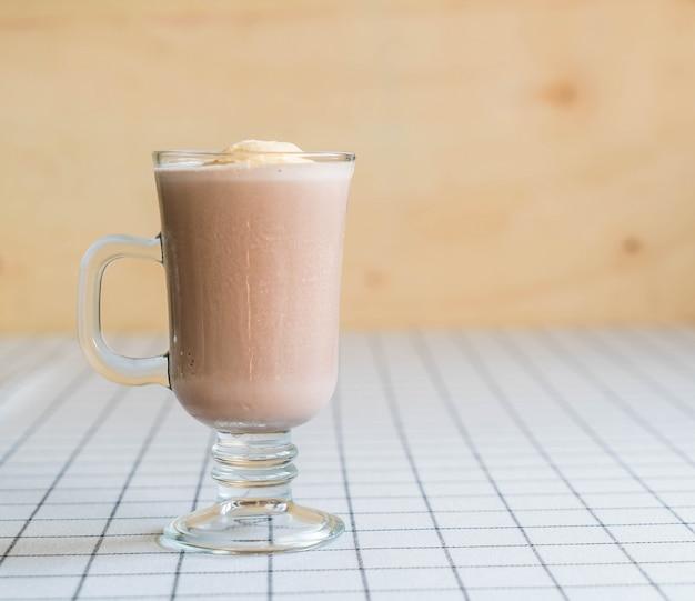 Шоколадный фрапп с ванильным мороженым