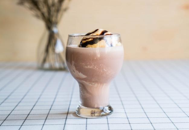 Cioccolato frappe con gelato alla vaniglia