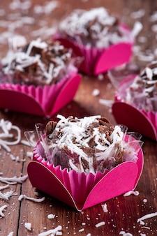 코코넛과 초콜릿 미식가 준장. 전형적인 브라질 과자.
