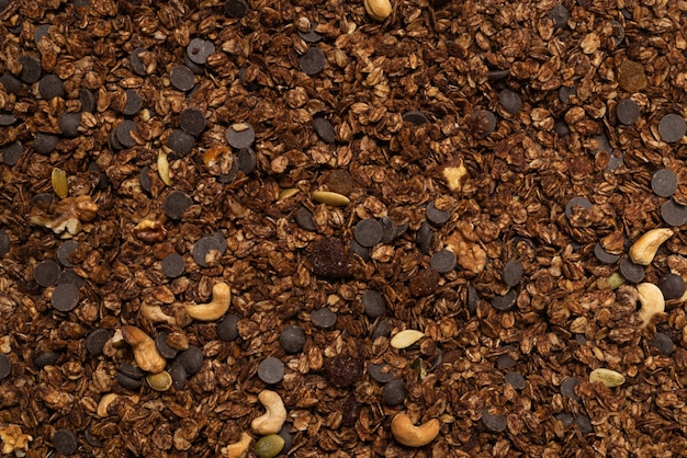 Шоколадные хлопья мюсли с фоном орехов