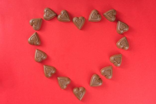 Вид сверху рамки шоколадные сердца