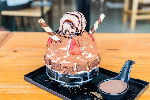 Chocolate ice shave (bingsu)