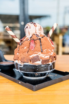 Chocolate ice shave (bingsu)