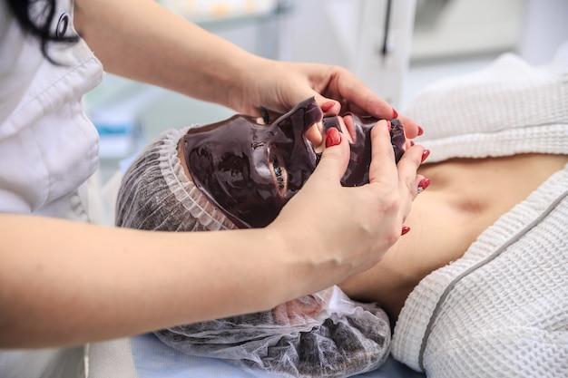Процедура с шоколадной маской в спа салоне