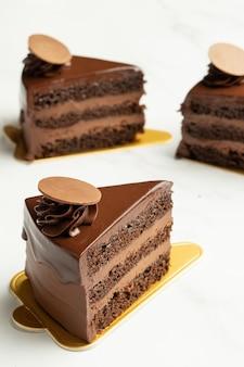 チョコレートムースペストリースライス