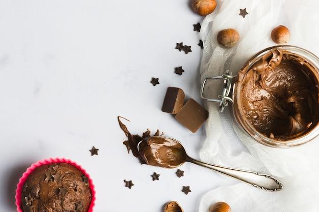 Chocolate muffins and cream