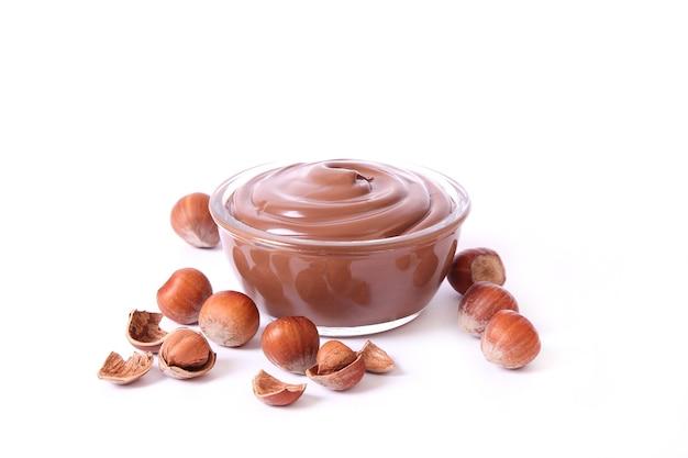 흰색 배경 근접 촬영에 고립 된 초콜릿 페이스트