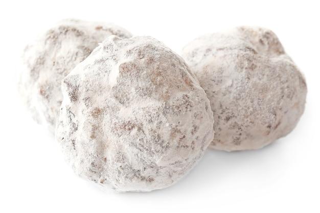 白で隔離の粉とチョコレートサラミキャンディー