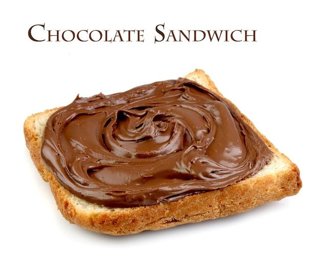 Шоколадный бутерброд на белом