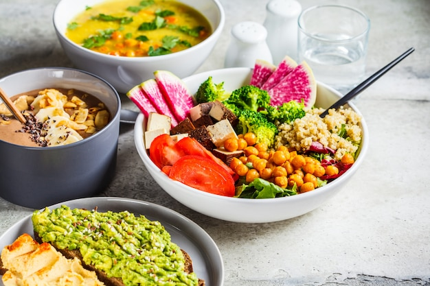 Chocolate smoothie bowl, buddha bowl with tofu, chickpeas and quinoa, lentil soup and toasts
