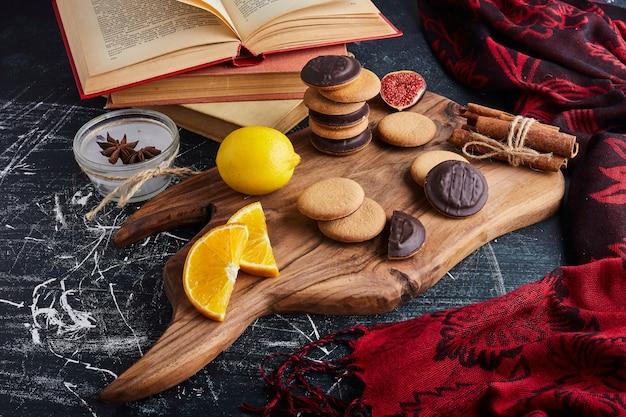 レモンとシナモンのチョコレートスポンジクッキー。