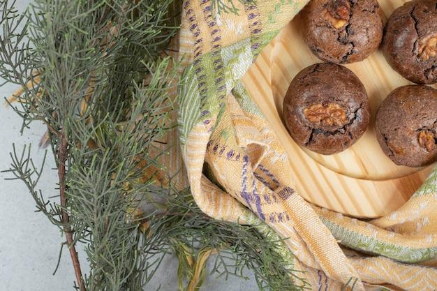 ナプキンにチョコレートの甘いチップクッキー