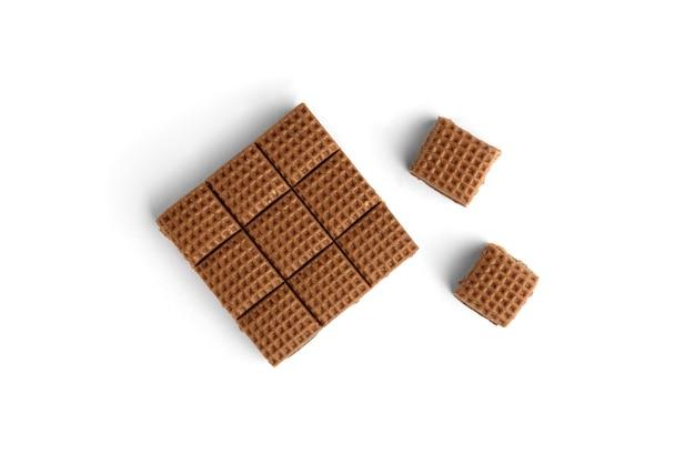 초콜릿 토피 사탕 사각형 흰색 배경에 고립입니다. 평면도.
