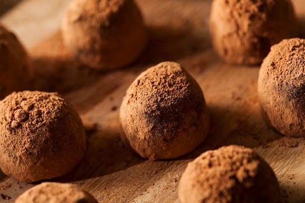 ナッツ入りチョコレートトリュフ