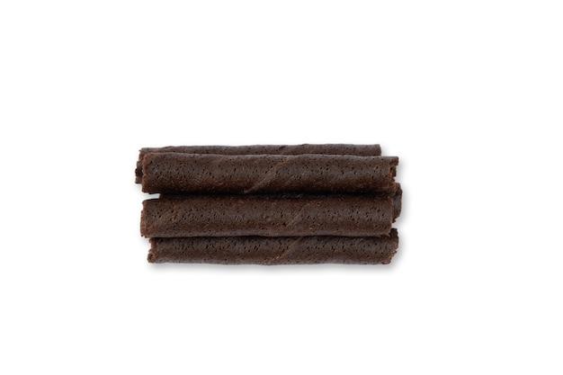 白い背景で隔離のチョコレートウエハースロール