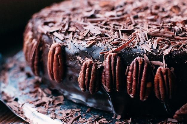 チョコレートホールケーキ、チップ、ナッツ、豪華なgl薬、マクロ