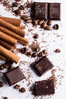 Шоколад с корицей и кофейными зернами