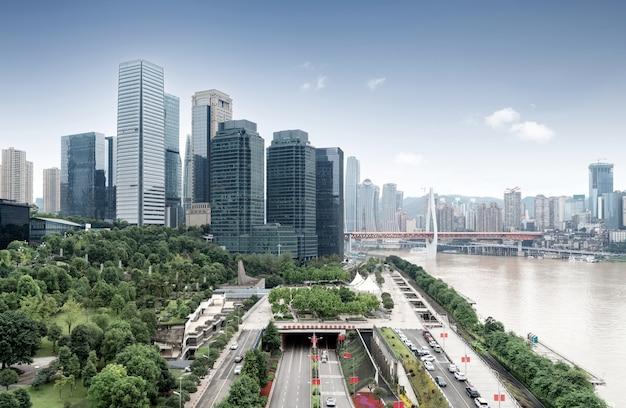 충칭 도시의 스카이 라인, 현대적인 교량 및 고층 빌딩.