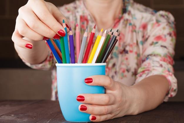 Выберите один карандаш из множества других