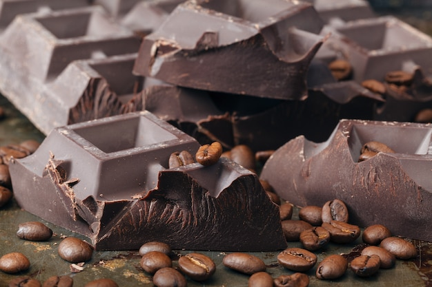 コーヒーと刻んだチョコレート