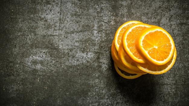 みじん切りの新鮮なオレンジ。テキスト用の空き容量。