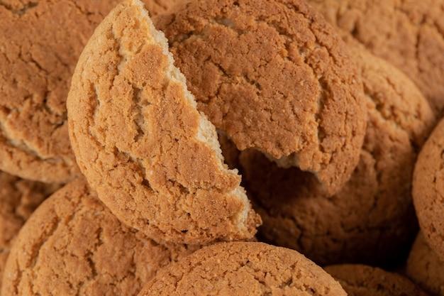 Нарезанное или измельченное овсяное печенье на бульоне.