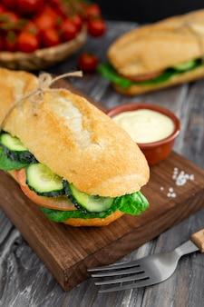 サンドイッチとマヨネーズのまな板