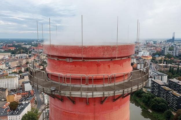 도시의 생태인 브로츠와프 시의 chp 굴뚝. 폴란드