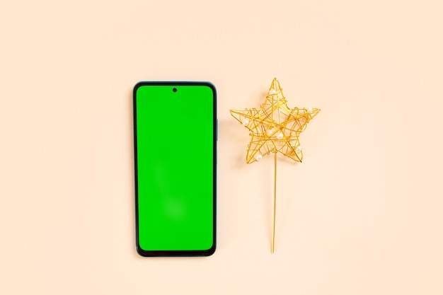 クリスマスフラットは休日の装飾と緑色の画面の電話で横たわっていた。クロマキー。
