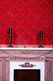 Интерьер christimas в красной винтажной комнате. студия выстрел.