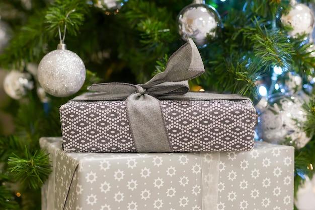 크리스마스 트리 아래 선물