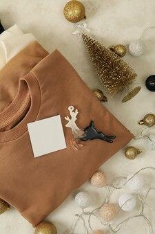 Рождественские аксессуары и свитшоты в сложенном виде