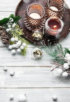촛불, 소나무, 전나무 흰색 나무 배경, 평면도에 크리스마스와 새 해 복 많이 받으세요 카드