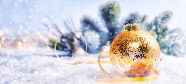 クリスマスと年末年始の背景、冬の季節。