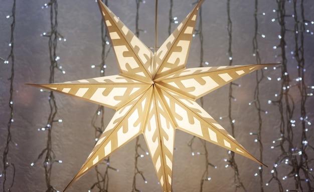 ヨーロッパのクリスマスと新年。クリスマスの紙の星