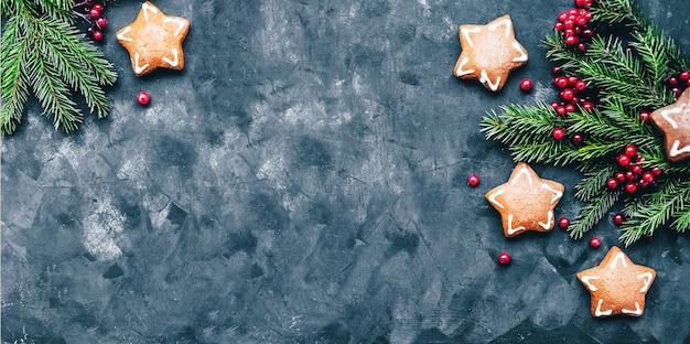 Рождество и новый год с зимними ягодами