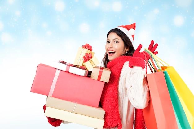 クリスマスと冬アイデアのcopyspaceの概念。