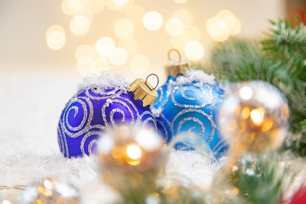 クリスマスの背景と美しい装飾。新年。セレクティブフォーカス。ホリデー。