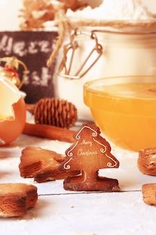 크리스마스 배경 구운 생강 쿠키 진저 브레드, 수제