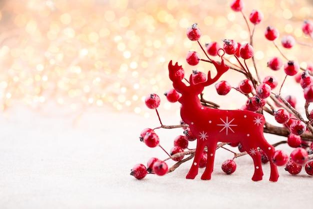 クリスマスの背景。クリスマスの星とサンタの帽子。グリーティングカード。