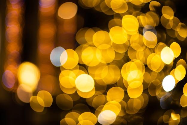 クリスマスの背景。ゴールデンホリデー抽象キラキラデフォーカス背景。ぼやけたボケ