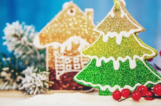 クリスマスの背景。明けましておめでとうございます。選択的なフォーカス