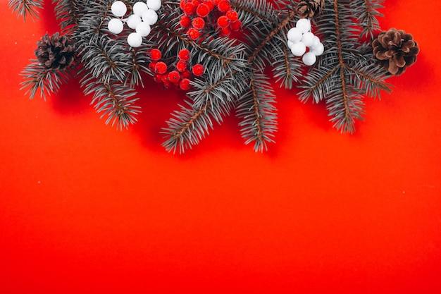 Рождественский фон макет на красном фоне