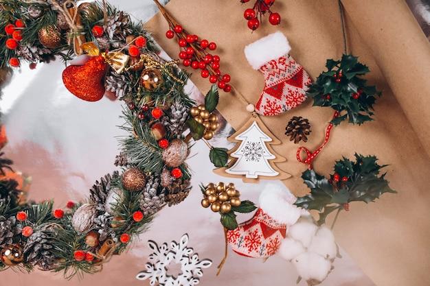 Рождественский фон макет на серебряном фоне