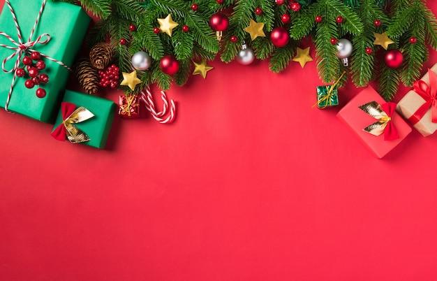 クリスマスの背景は、トップビューのグリーティングカードを提示します