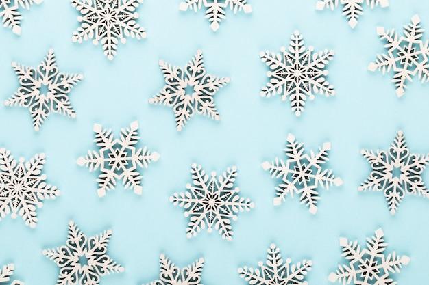 クリスマスの背景。白い雪の装飾